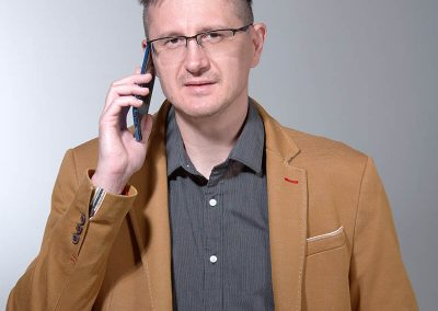 üzleti kreatív portré telefonnal